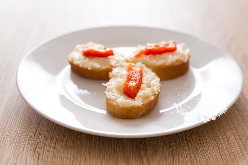 Česneková pomazánka z tvrdého sýra